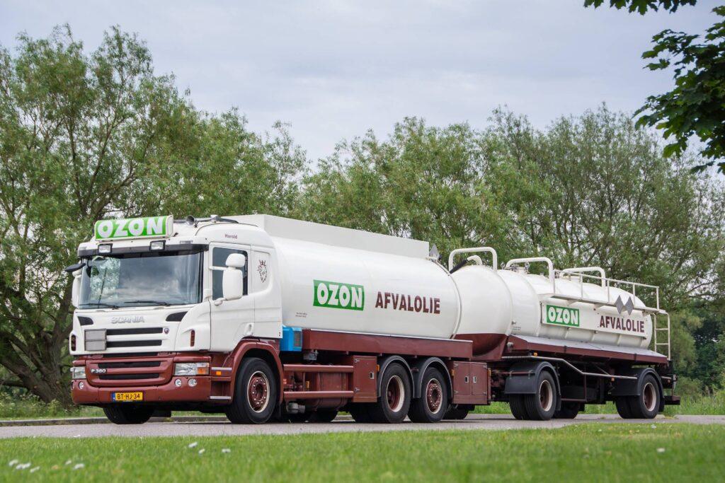 Inzamelwagen voor afvoeren afgewerkte olie of brandstofrestanten
